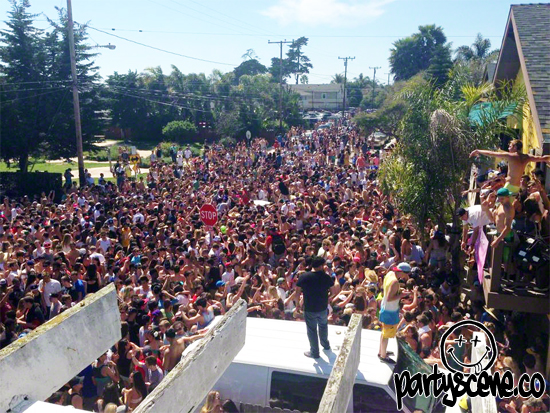 this weekend thousands of college students from all over california will make their way down to uc santa barbara for the schools annual deltopia festival - Uc Santa Barbara Halloween